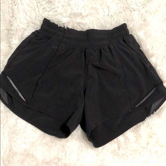 4 in' black lululemon shorts hotty hot short